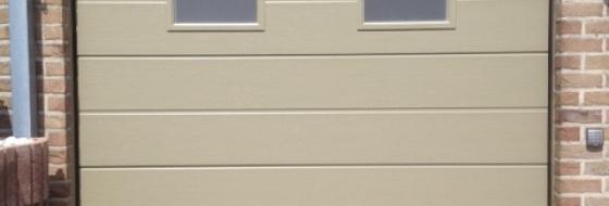 Poort met raamjes in zandstraalfolie